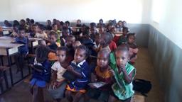 Les élèves pendant les cours d'alphabétisation