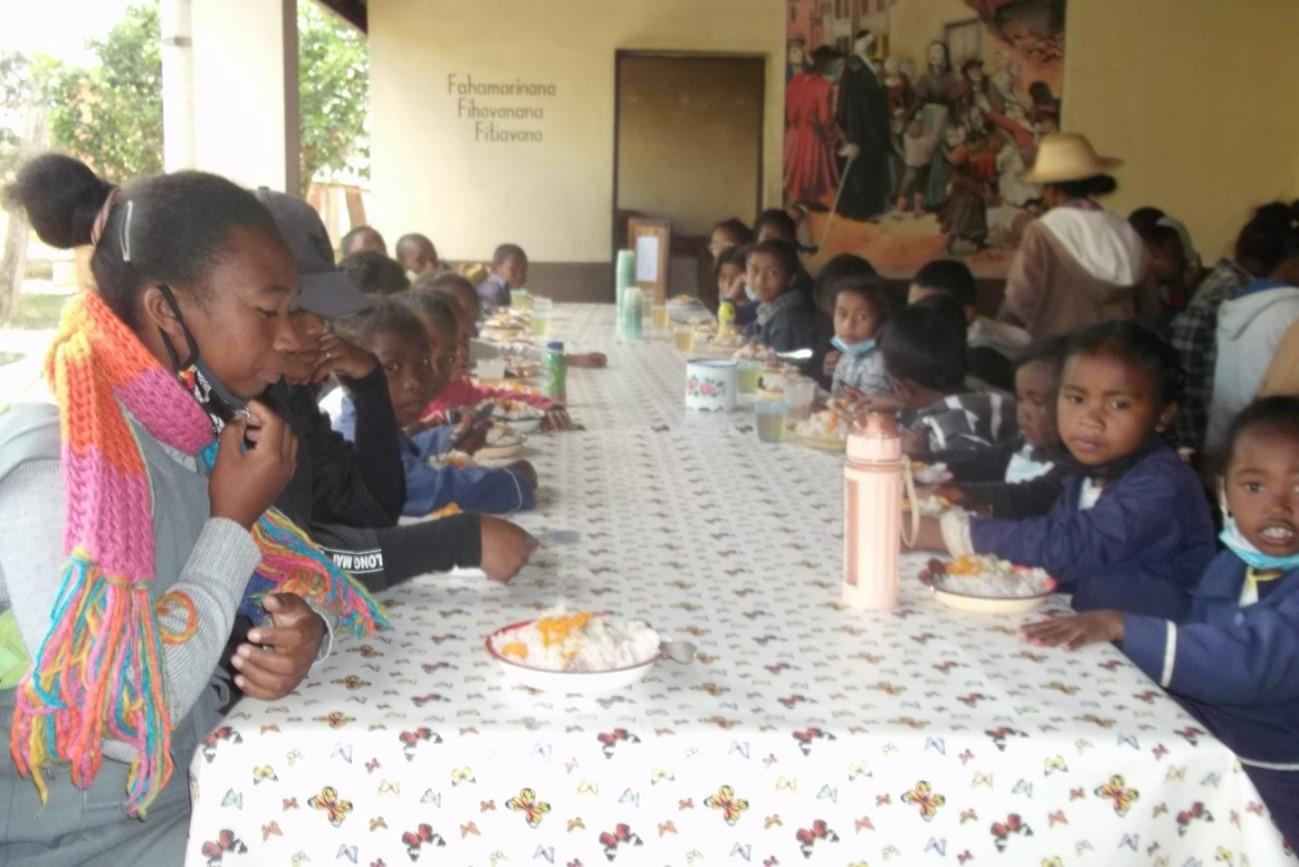 Les enfants au centre social d'Ambatofotsy